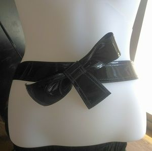 4 for $15 Cute Patent Leather Bow Belt Sz 6